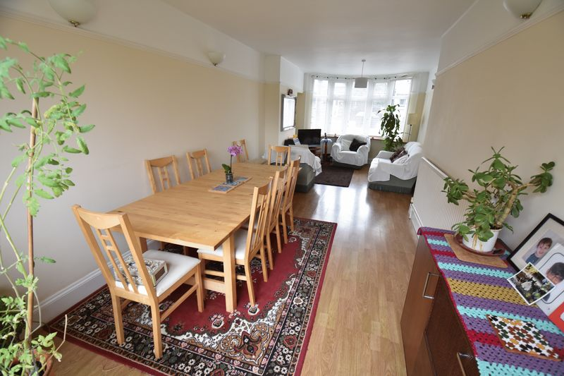 3 bedroom Semi-Detached  to buy in Stockingstone Road, Luton - Photo 4