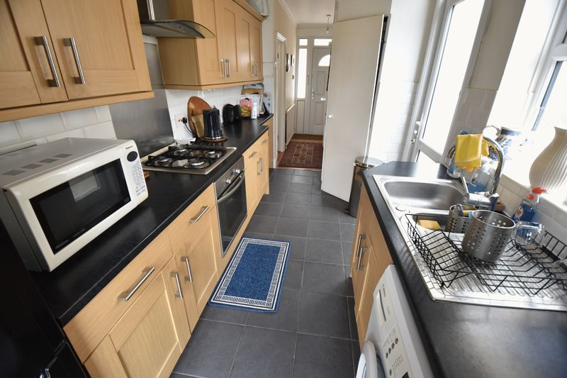 3 bedroom Semi-Detached  to buy in Stockingstone Road, Luton - Photo 6
