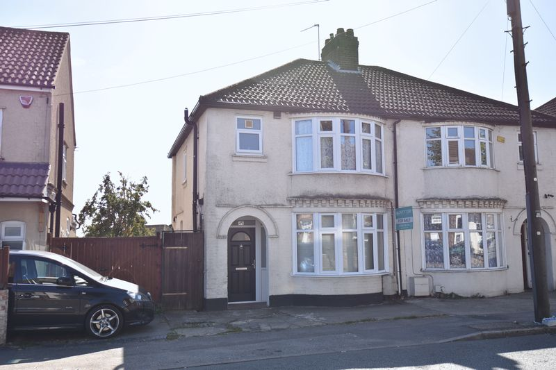 3 bedroom Semi-Detached  to buy in Stockingstone Road, Luton - Photo 12