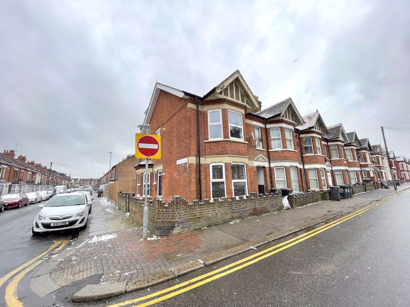 5 bedroom  to buy in Newcombe Road, Luton