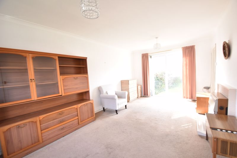 3 bedroom Semi-Detached  to buy in The Pyghtle, Luton - Photo 2