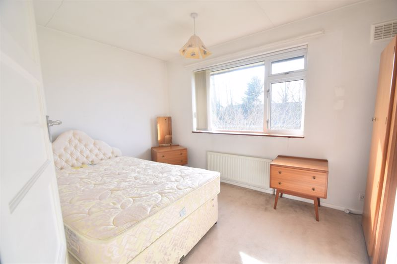 3 bedroom Semi-Detached  to buy in The Pyghtle, Luton - Photo 3