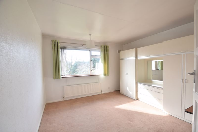 3 bedroom Semi-Detached  to buy in The Pyghtle, Luton - Photo 5