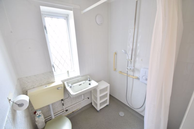 3 bedroom Semi-Detached  to buy in The Pyghtle, Luton - Photo 6