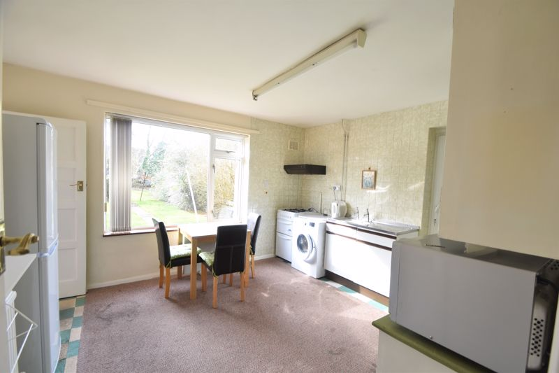 3 bedroom Semi-Detached  to buy in The Pyghtle, Luton - Photo 7