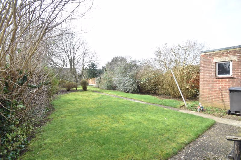 3 bedroom Semi-Detached  to buy in The Pyghtle, Luton - Photo 9