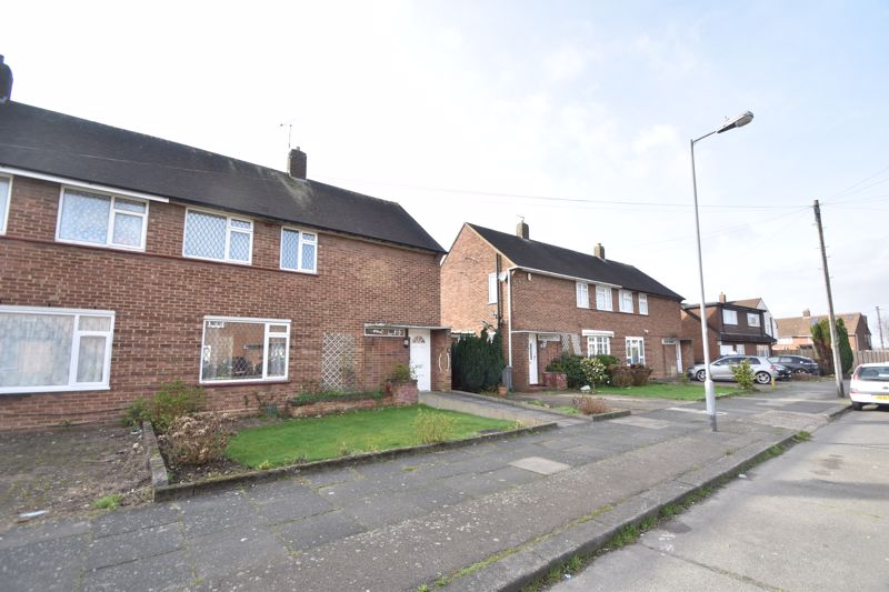 3 bedroom Semi-Detached  to buy in The Pyghtle, Luton