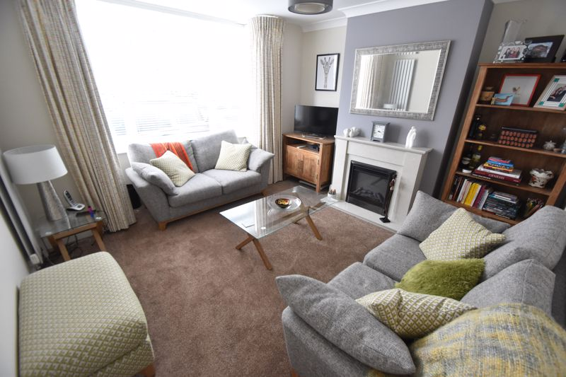 3 bedroom Semi-Detached  to buy in Richmond Hill, Luton - Photo 1