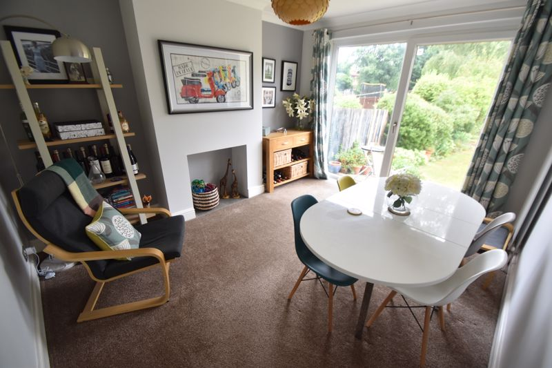 3 bedroom Semi-Detached  to buy in Richmond Hill, Luton - Photo 2