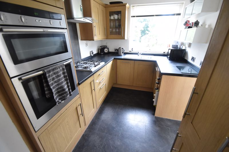 3 bedroom Semi-Detached  to buy in Richmond Hill, Luton - Photo 4