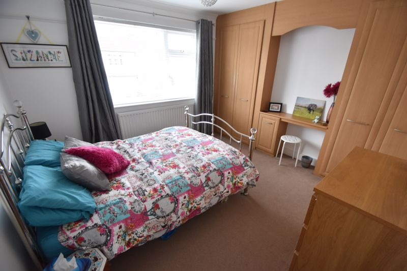3 bedroom Semi-Detached  to buy in Richmond Hill, Luton - Photo 5