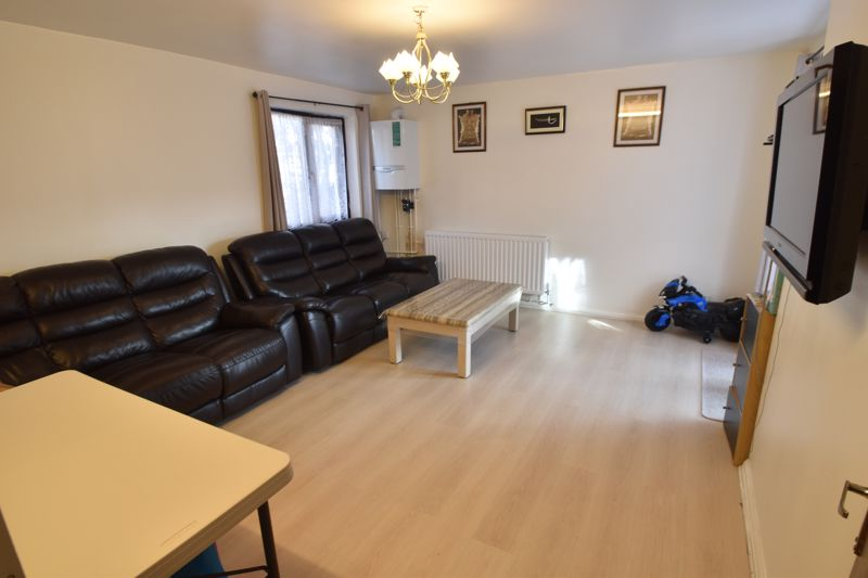 2 bedroom Flat to buy in Dallow Road, Luton - Photo 1