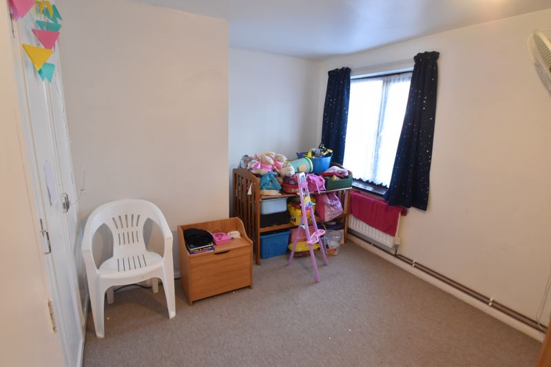 2 bedroom Flat to buy in Dallow Road, Luton - Photo 3