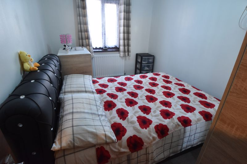 2 bedroom Flat to buy in Dallow Road, Luton - Photo 4