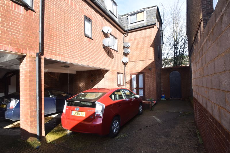 2 bedroom Flat to buy in Dallow Road, Luton - Photo 7