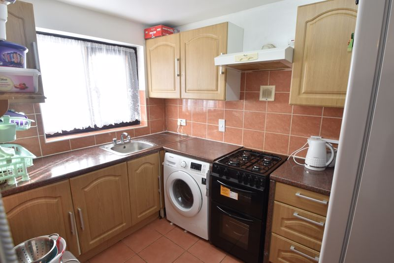 2 bedroom Flat to buy in Dallow Road, Luton - Photo 9