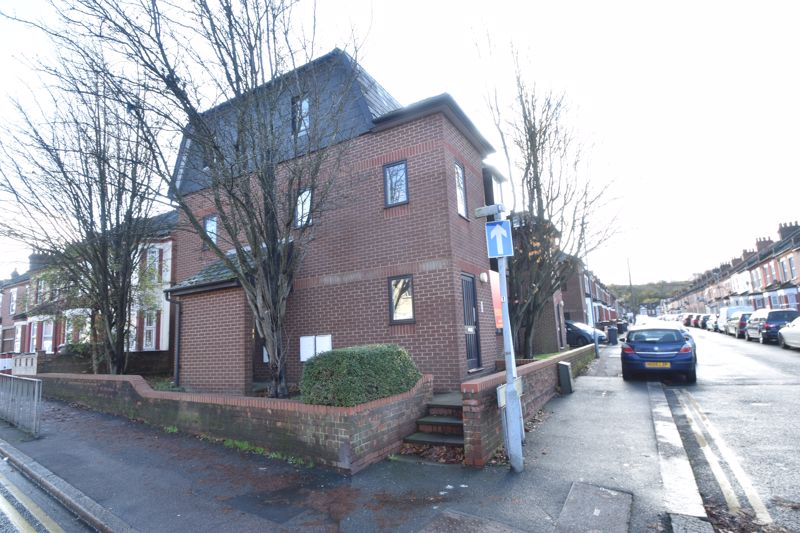 2 bedroom Flat to buy in Dallow Road, Luton