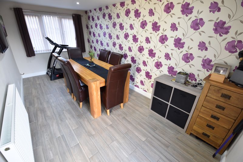 3 bedroom Detached  to buy in The Dell, Luton - Photo 7