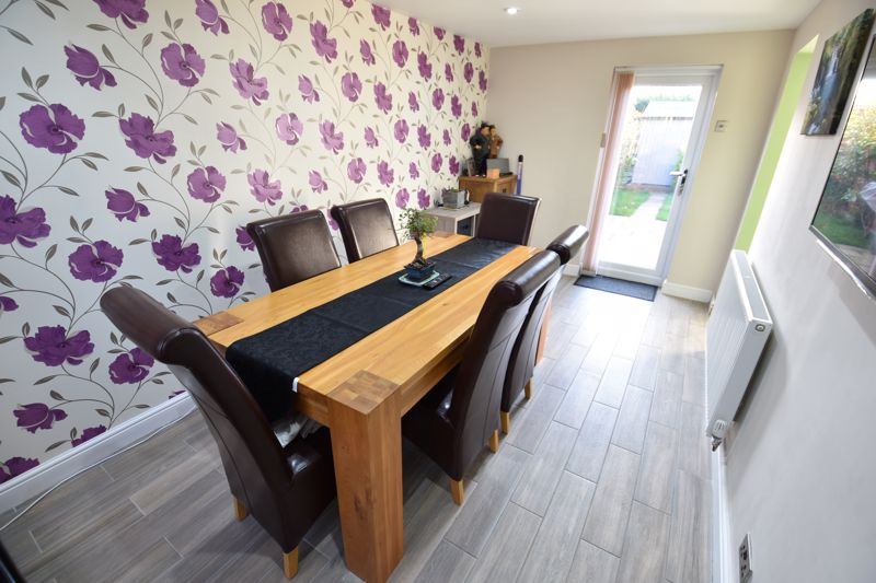 3 bedroom Detached  to buy in The Dell, Luton - Photo 8