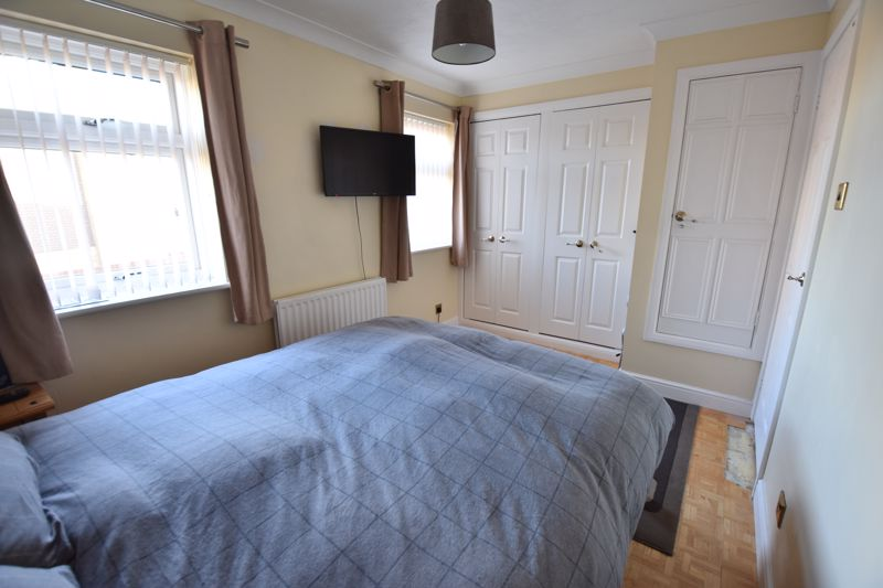 3 bedroom Detached  to buy in The Dell, Luton - Photo 10