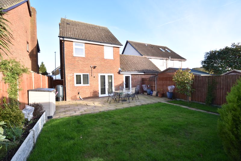 3 bedroom Detached  to buy in The Dell, Luton - Photo 14