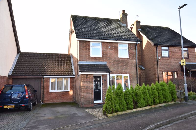 3 bedroom Detached  to buy in The Dell, Luton - Photo 2