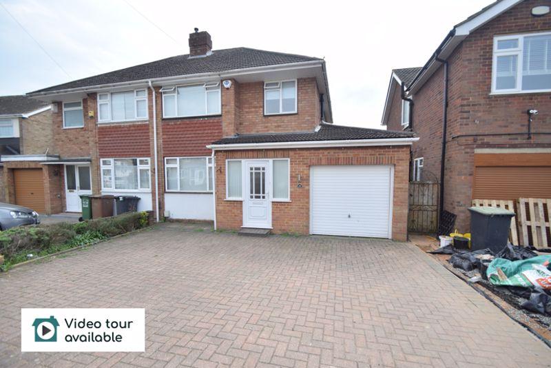 4 bedroom Semi-Detached  to rent in Holmbrook Avenue, Luton