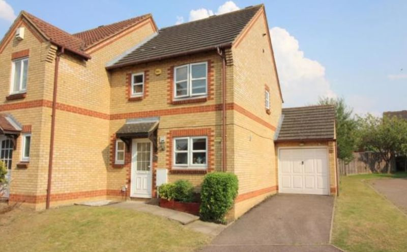 3 bedroom Semi-Detached  to buy in The Belfry, Luton
