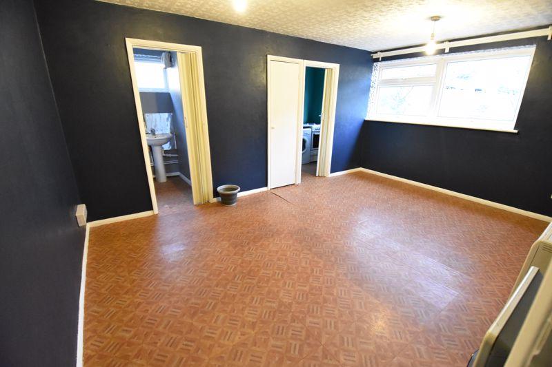 1 bedroom  to buy in Crawley Green Road, Luton - Photo 2