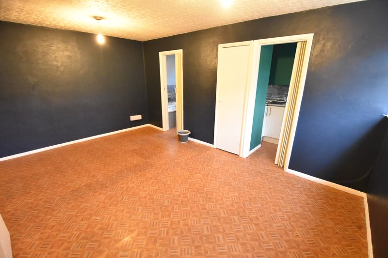 1 bedroom  to buy in Crawley Green Road, Luton - Photo 5