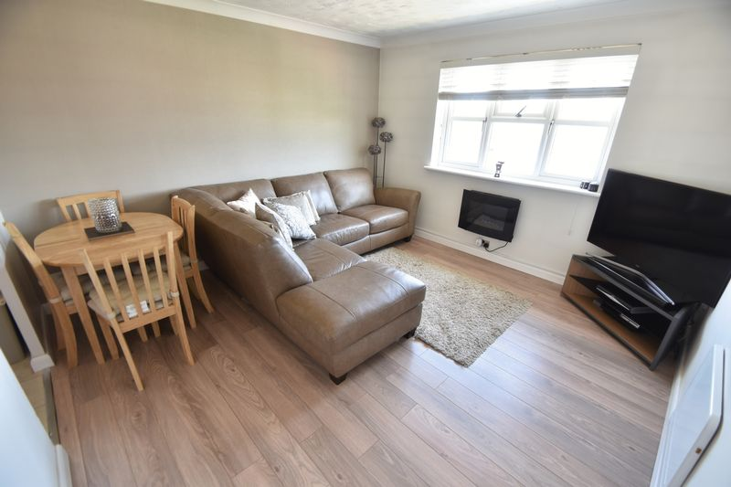 2 bedroom Flat to buy in Earls Meade, Luton - Photo 2