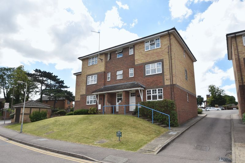 2 bedroom Flat to buy in Earls Meade, Luton - Photo 9