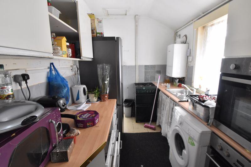 2 bedroom Mid Terrace to buy in Saxon Road, Luton - Photo 2