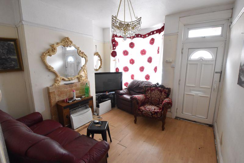 2 bedroom Mid Terrace to buy in Saxon Road, Luton - Photo 9