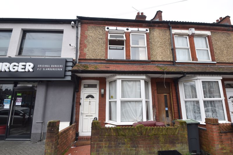 2 bedroom Mid Terrace to buy in Saxon Road, Luton