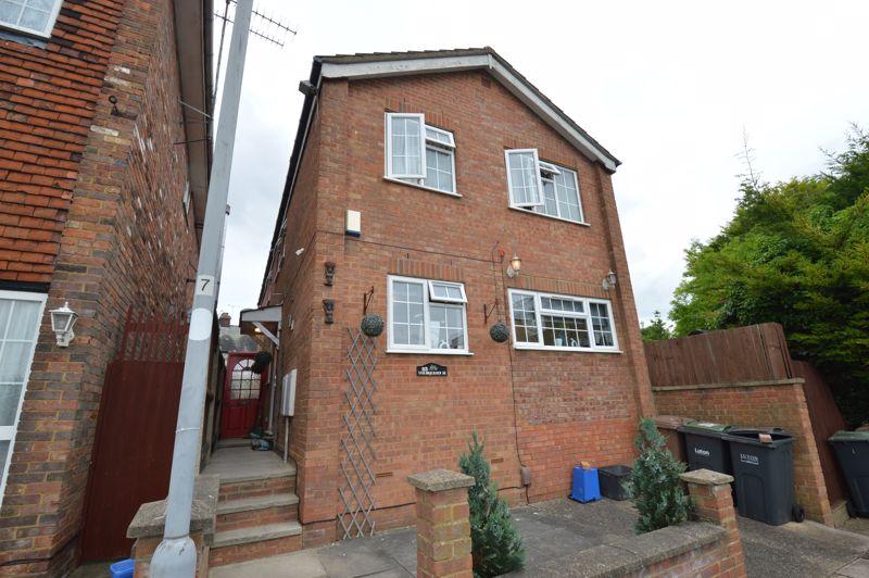 4 bedroom Detached  to buy in St. Josephs Close, Luton