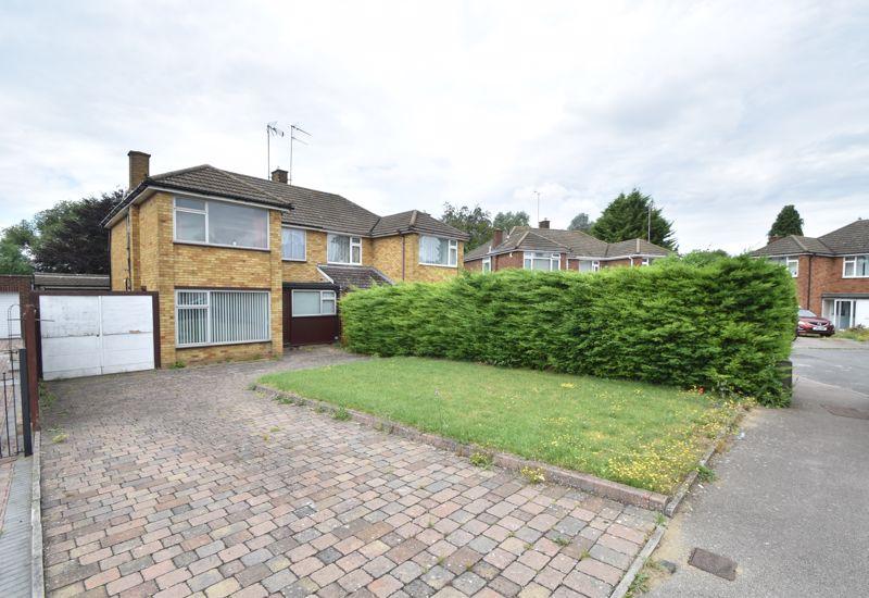 3 bedroom Semi-Detached  to buy in Bunyans Close, Luton