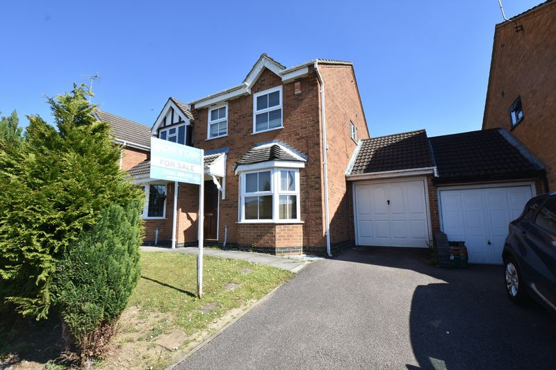 3 bedroom Semi-Detached  to buy in Lambourn Drive, Luton