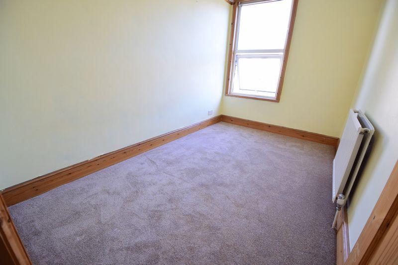 3 bedroom Mid Terrace to buy in Frederick Street, Luton - Photo 2