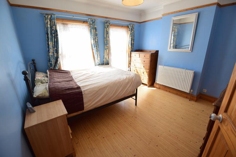 3 bedroom Mid Terrace to buy in Frederick Street, Luton - Photo 4