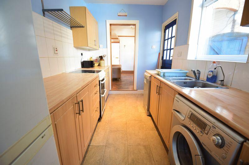 3 bedroom Mid Terrace to buy in Frederick Street, Luton - Photo 9