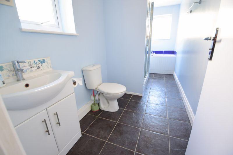 3 bedroom Mid Terrace to buy in Frederick Street, Luton - Photo 10