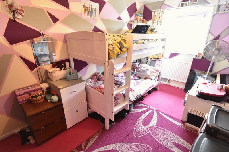 2 bedroom Apartment / Studio to buy in Essex Close, Luton - Photo 2