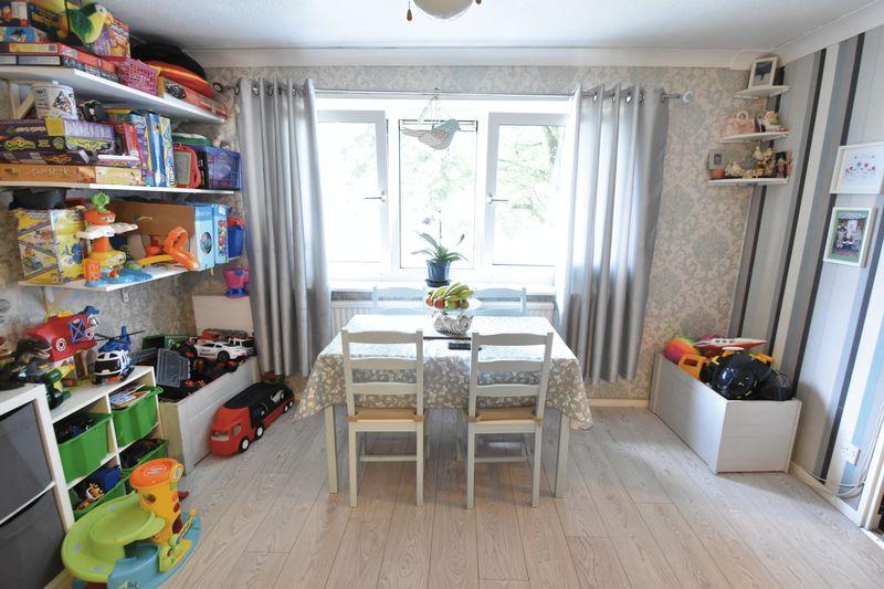 2 bedroom Apartment / Studio to buy in Essex Close, Luton - Photo 4