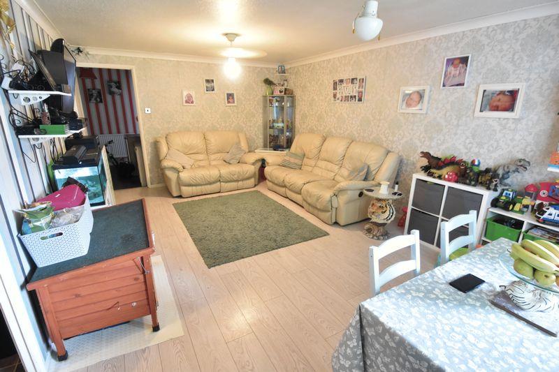 2 bedroom Apartment / Studio to buy in Essex Close, Luton - Photo 5