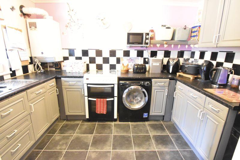 2 bedroom Apartment / Studio to buy in Essex Close, Luton - Photo 6