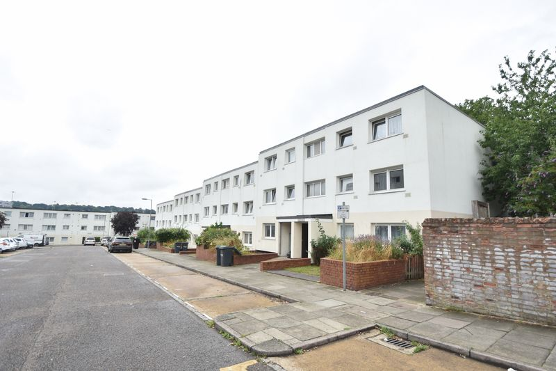 2 bedroom Apartment / Studio to buy in Essex Close, Luton
