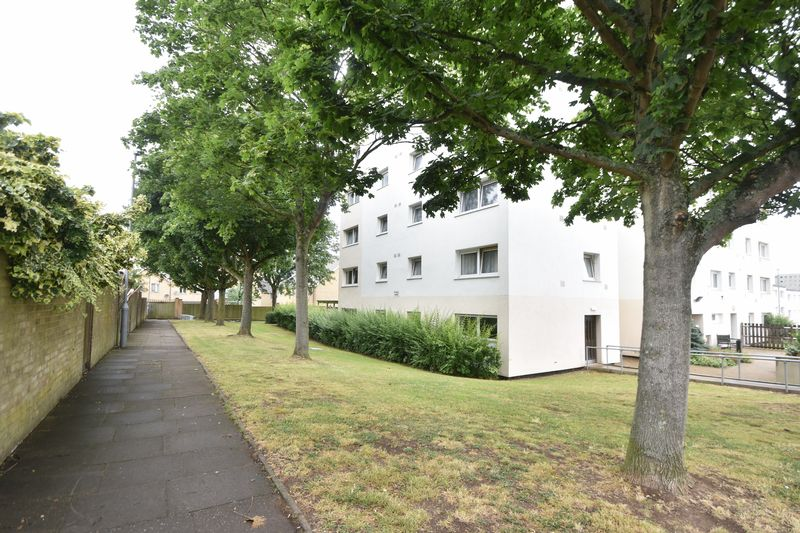 2 bedroom Apartment / Studio to buy in Essex Close, Luton - Photo 9