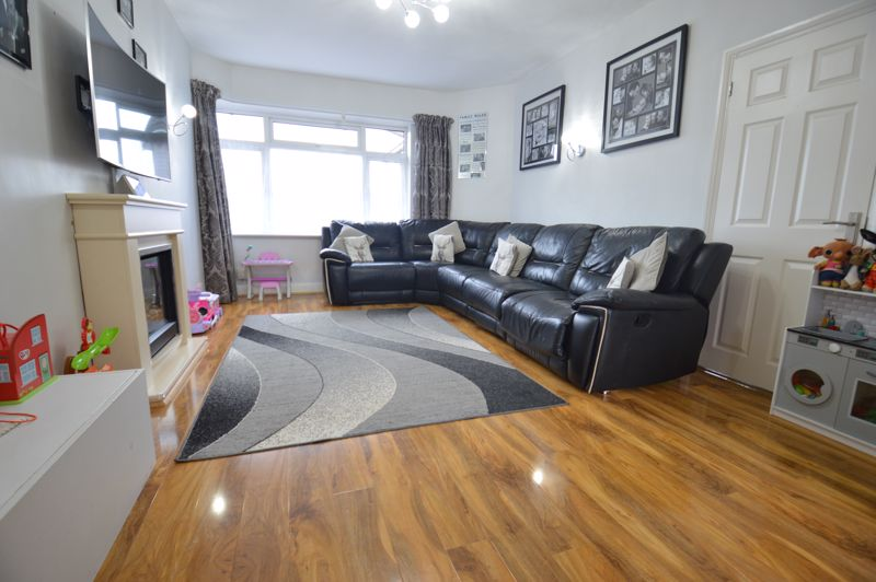 2 bedroom Detached  to buy in Crawley Green Road, Luton - Photo 2