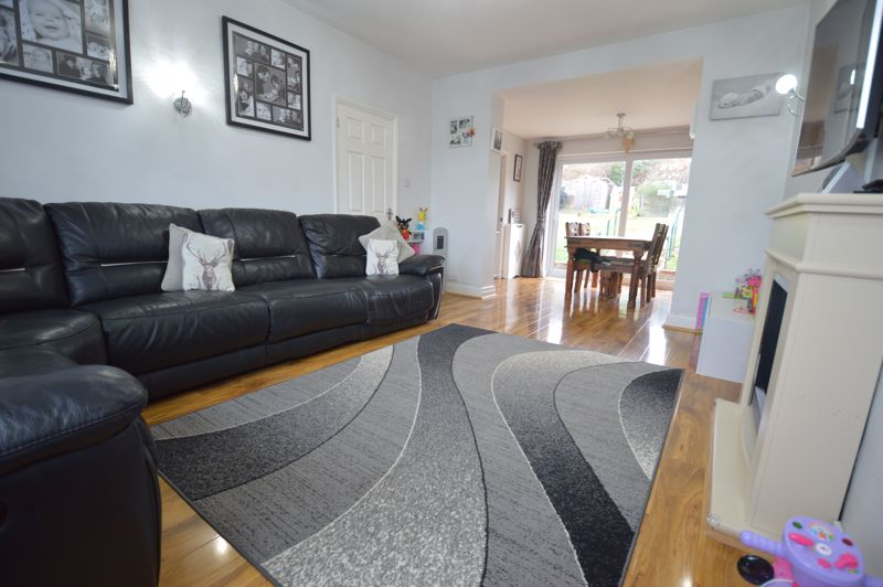 2 bedroom Detached  to buy in Crawley Green Road, Luton - Photo 3